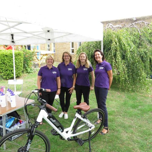 Four women with a bike at cantel